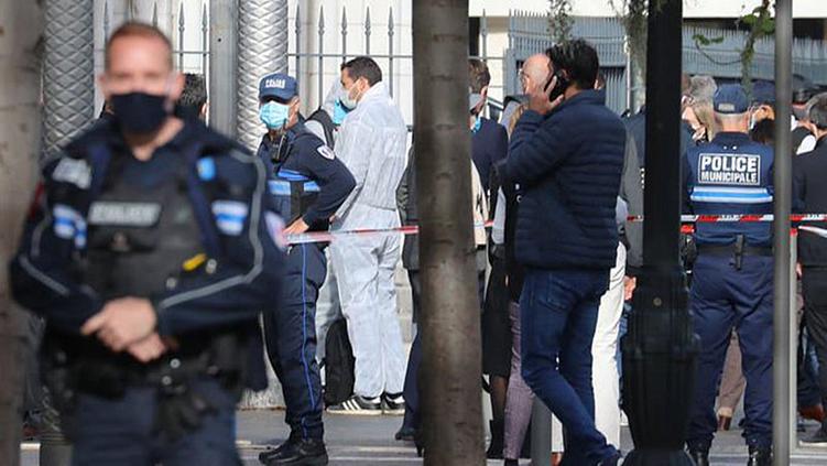 Τρομοκρατική επίθεση στη Γαλλία: Τρεις νεκροί, πολλοί τραυματίες – O δράστης φώναζε «Αλλάχου Ακμπάρ»