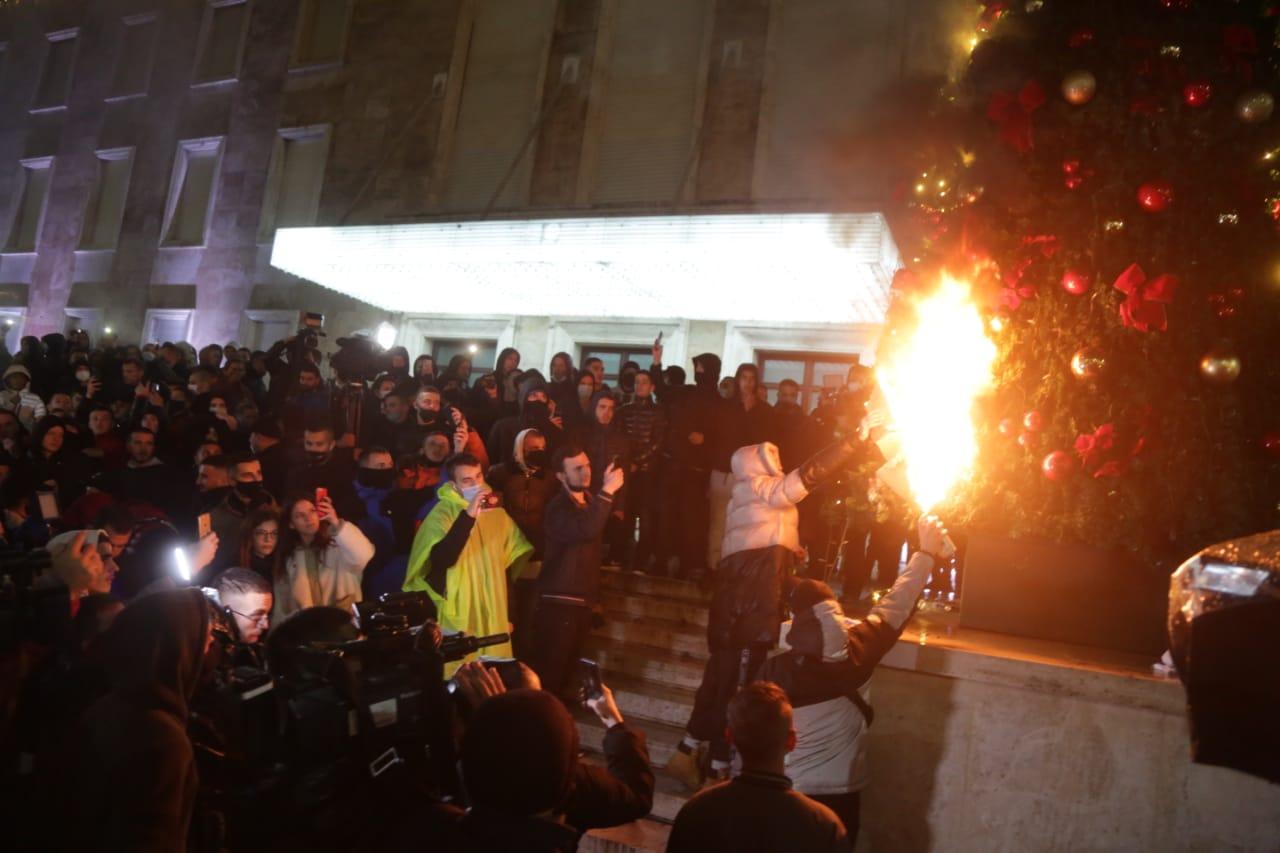 Ραγδαίες εξελίξεις στην Αλβανία: Παραιτήθηκε ο ΥΠΕΣ μετά τη δολοφονία του 25χρονου από αστυνομικά πυρά