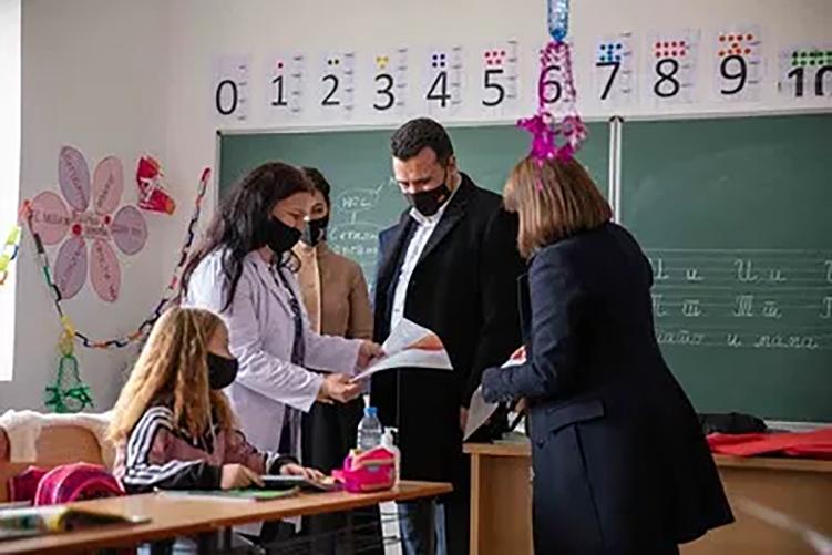 Ο Ζάεφ επισκέπτεται την «μειονότητά» του στην Αλβανία, εν καιρώ πανδημίας!