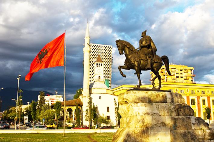 Η Αλβανία στρέφει τα νώτα στην Ελλάδα και κοιτάει προς την Τουρκία