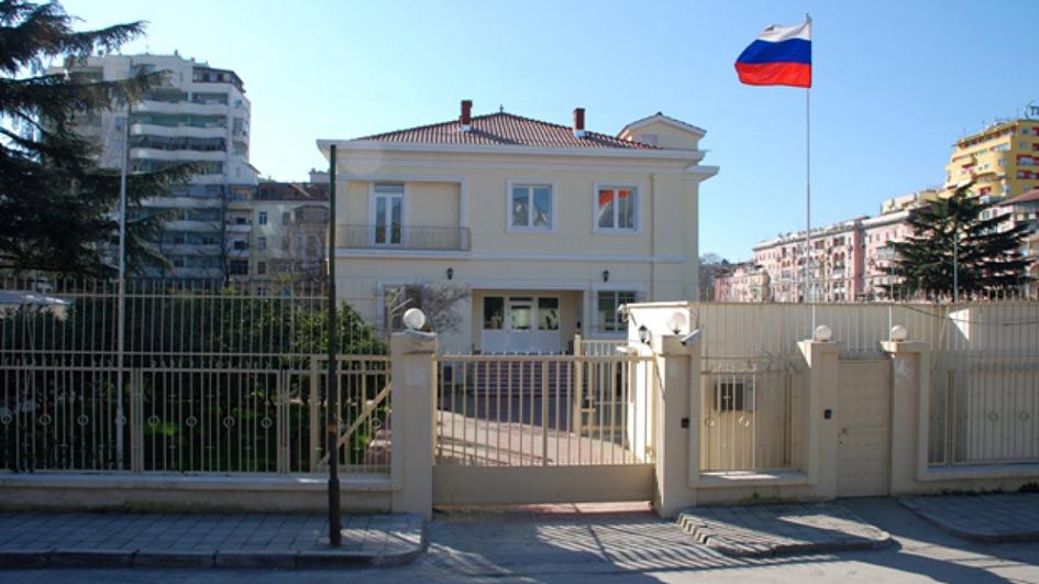 Τα Τίρανα κήρυξαν ανεπιθύμητο πρόσωπο Ρώσο διπλωμάτη για παραβιάσεις των μέτρων κατά του κορωναϊού