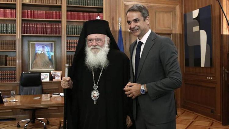 Θεοφάνια: Ξεσπά ιερός πόλεμος μεταξύ Εκκλησίας και κυβέρνησης