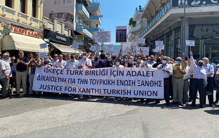 Πορεία διαμαρτυρίας κατά της απόφασης του Αρείου Πάγου πραγματοποίησαν εθνικιστικοί κύκλοι της μειονότητας με τις «ευλογίες» του προξενείου και φυσικά του ψευτομουφτή της Ξάνθης που «αλωνίζει» με την «περίεργη» ανοχή της Ελληνικής Πολιτείας