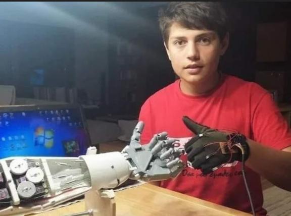 Δημήτρης Χατζής. 15 χρονών έφτιαξε ρομπότ με τεχνητή νοημοσύνη