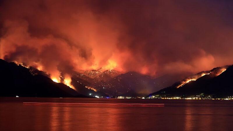 Η Τουρκία καίγεται χωρίς πυροσβεστικά, ενώ ο Ερντογάν διαθέτει 13 αεροσκάφη