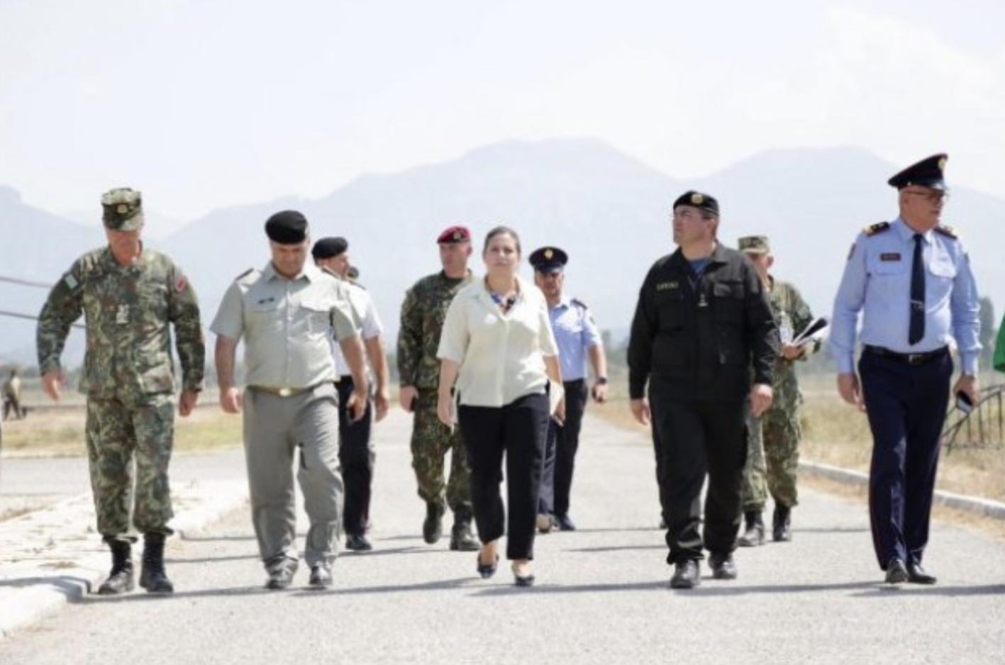 Αλβανία: Η Xhaçka επιθεώρησε τις εγκαταστάσεις φιλοξενίας των Αφγανών προσφύγων