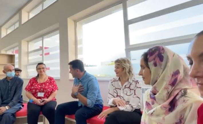 Δήμαρχος Τιράνων στους Αφγανούς: «Ήμουν και εγώ πρόσφυγας περπάτησα τρεις ημέρες στα βουνά για να πάω στην Ελλάδα»